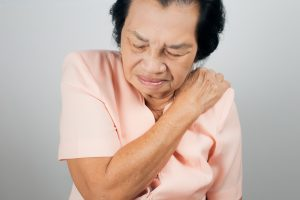 Shoulder impingement treatment for the elderly involves manual physical therapy techniques